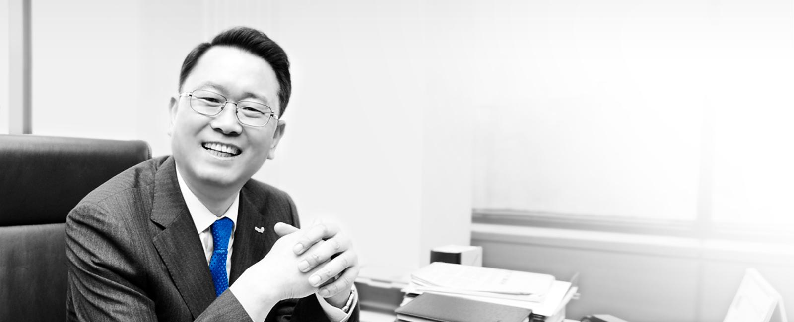 동원시스템 조점근 대표이사의 미소 띈 모습