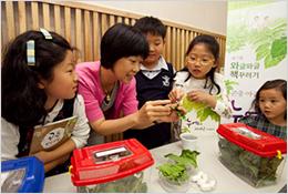 동원 책꾸러기 캠페인에서 아이들이 교육을 받고 있는 모습